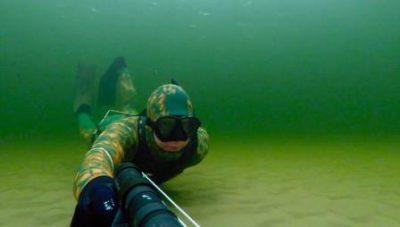 Охотник в воде