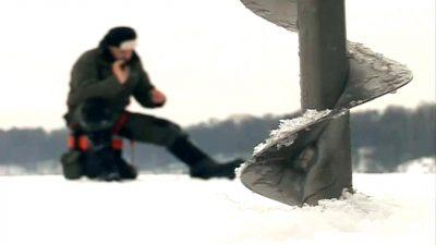 Ледобур во льду