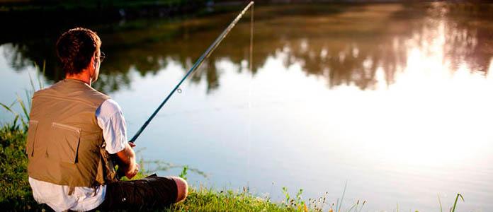 Рыбак на пруду