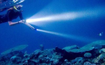 Фонарь под водой
