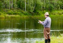 Рыбак на водоеме