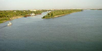 Судоходная река